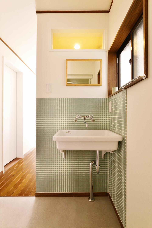 a邸・リビングをベストポジションにして、すがすがしく、片付けやすく・・・。の写真 1階 洗面スペース