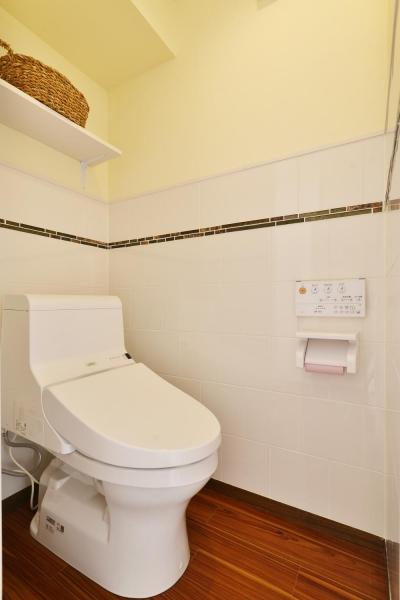 1階 トイレ (a邸・リビングをベストポジションにして、すがすがしく、片付けやすく・・・。)