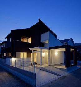 小川町の家 (ライトアップした外観)