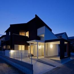 幾久富の家 (ライトアップした外観)