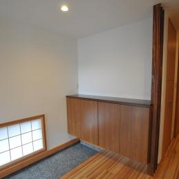 障子の地窓と玄関収納