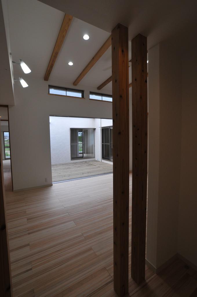 志布志市S邸の写真 テラスとの繋がりがあるリビング