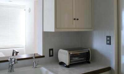 O邸 (キッチン水栓周りと収納)