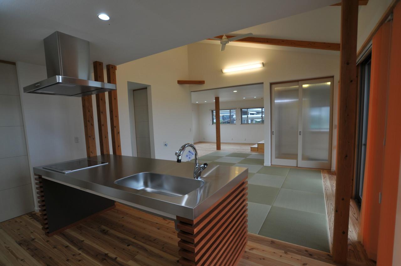 北諸県郡三股町N邸の部屋 畳敷きのダイニングキッチン