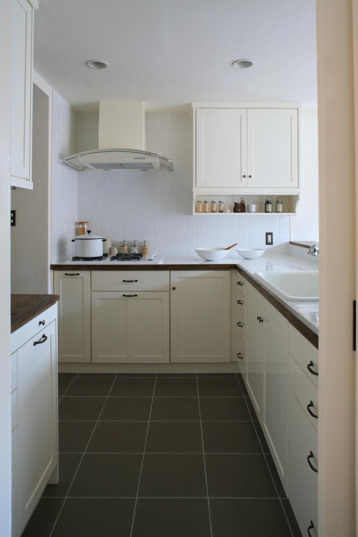 O邸 (ホワイトが美しいキッチン)