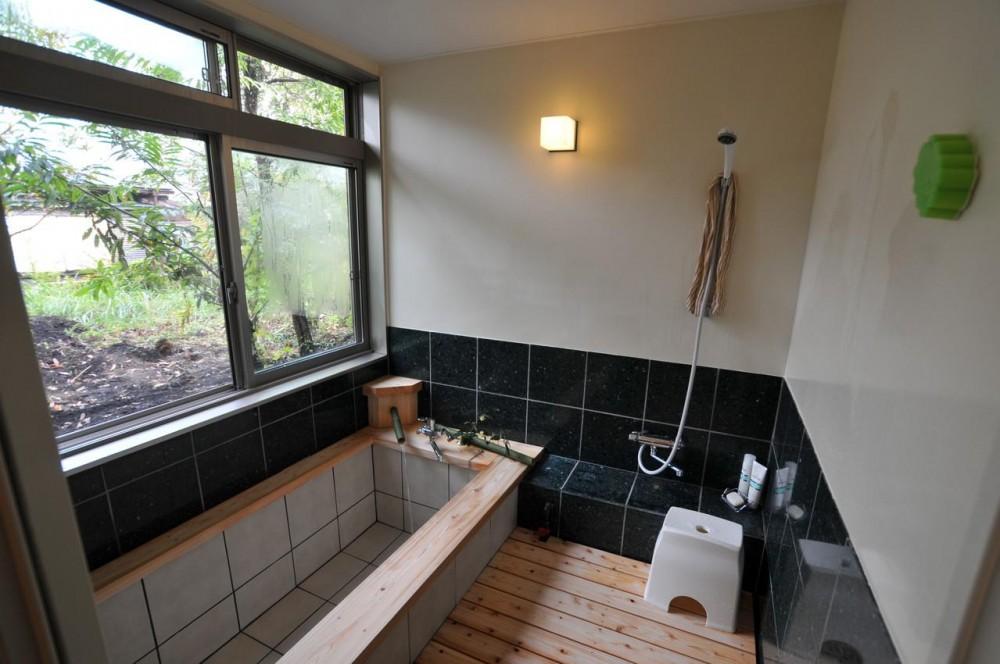 霧島市牧園町 H邸 (庭を望める浴室)