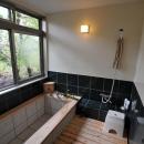 庭を望める浴室