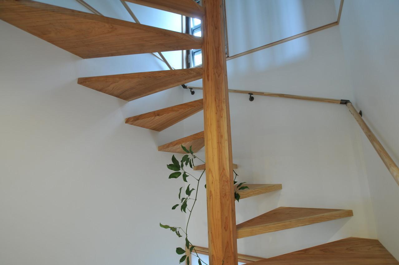 霧島市牧園町 H邸の部屋 木製螺旋階段