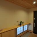 霧島市牧園町 H邸の写真 木製カウンター付き和風玄関