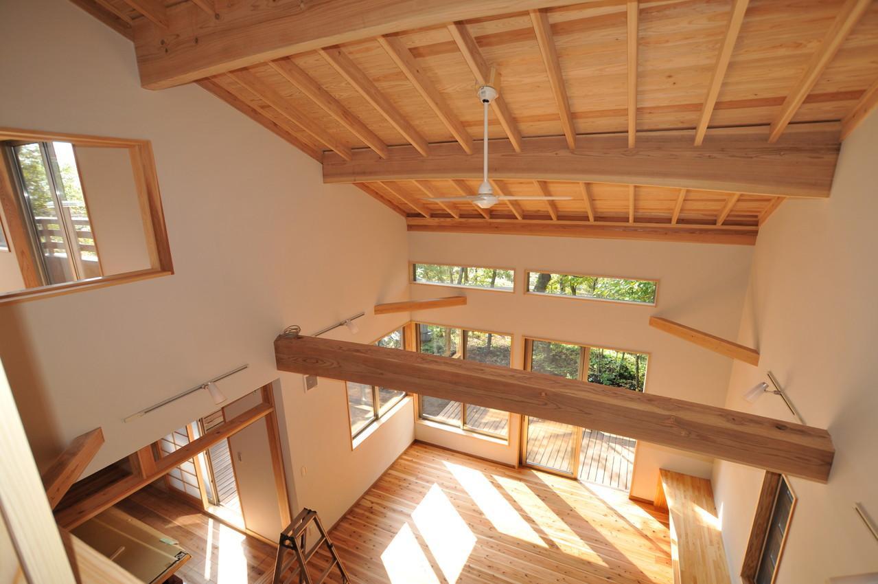 霧島市牧園町 H邸の部屋 2階から1階を見下ろす