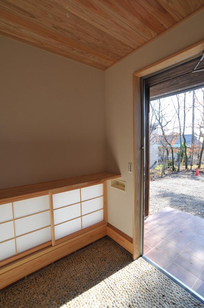 霧島市牧園町 H邸の部屋 地窓と玄関