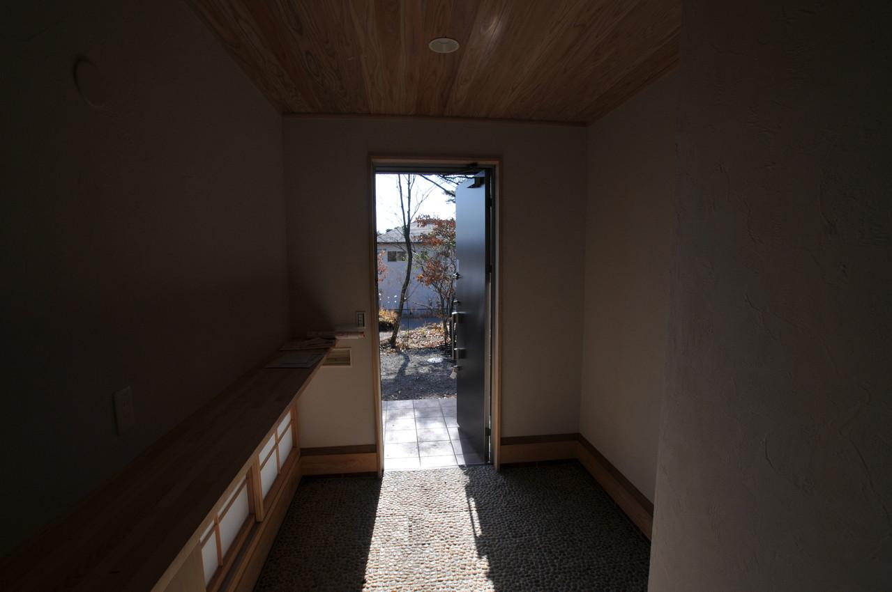 霧島市牧園町 H邸の部屋 木製カウンター付き和風玄関