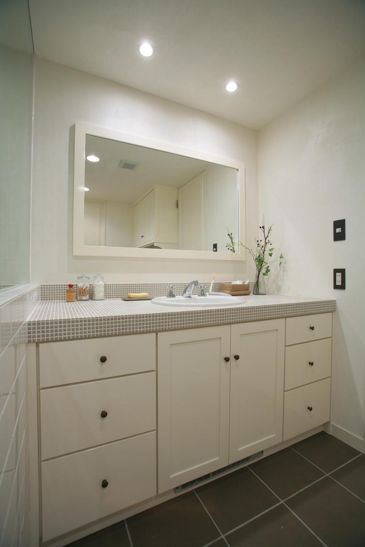 O邸 (ホワイト&グレーの爽やかな洗面台)