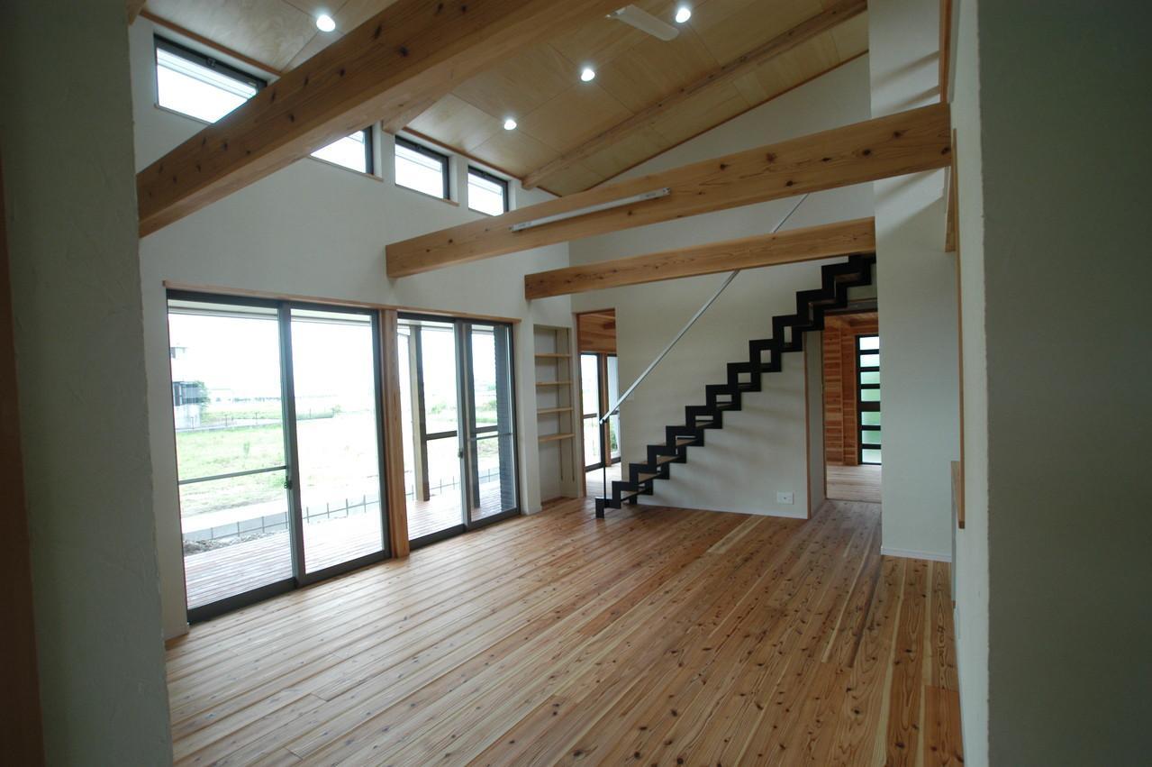 宮崎市K邸の部屋 傾斜天井と梁のあるリビング