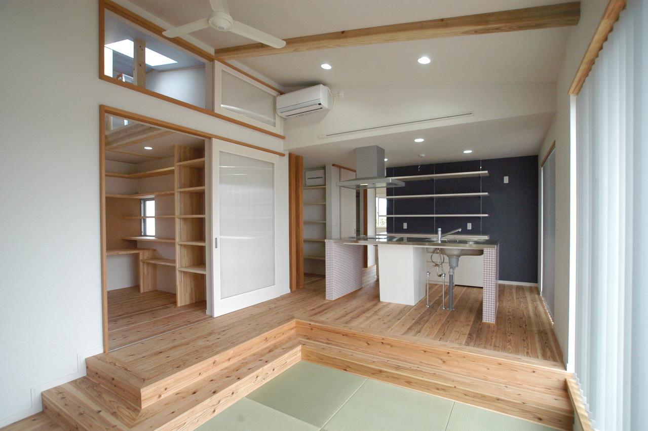 北諸県郡三股町 F邸の部屋 傾斜天井とシーリングファンのあるLDK