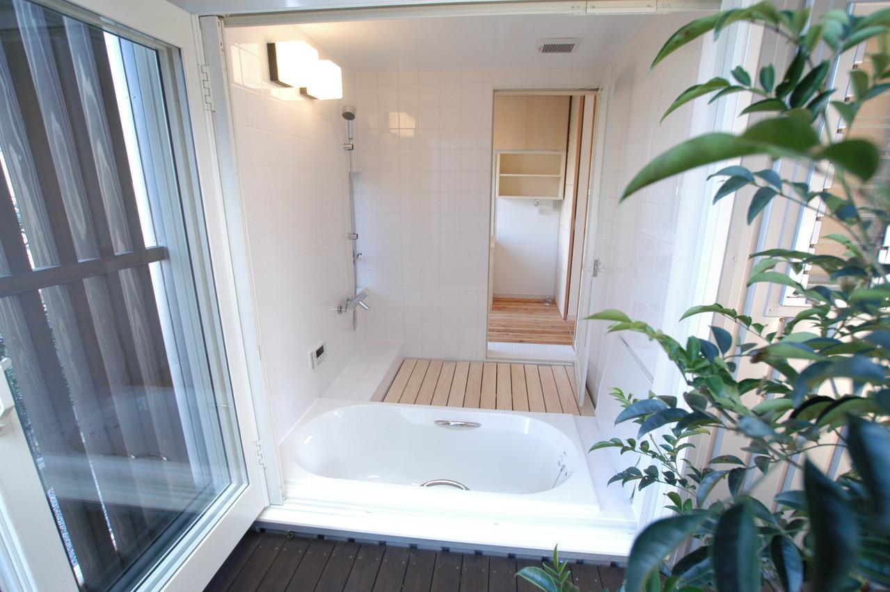 都城市 D邸の部屋 テラスと連結したバスルーム