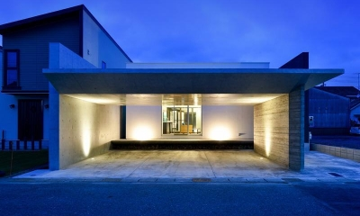 HOUSE M 『ガレージハウス × 中庭のある平屋』 (外観-夜景01)