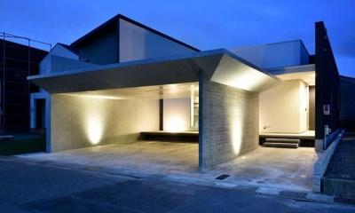 HOUSE M 『ガレージハウス × 中庭のある平屋』 (外観-夜景02)