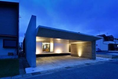 HOUSE M 『ガレージハウス × 中庭のある平屋』 (外観-夜景03)