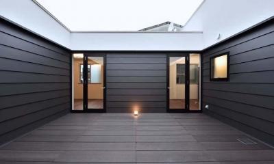 HOUSE M 『ガレージハウス × 中庭のある平屋』 (ロの字プランの中庭)