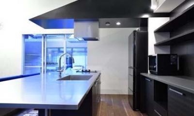 オリジナルキッチン|HOUSE M 『ガレージハウス × 中庭のある平屋』