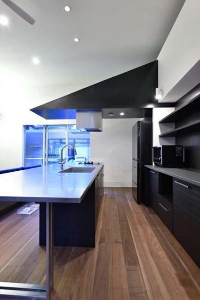 HOUSE M 『ガレージハウス × 中庭のある平屋』 (オリジナルキッチン)