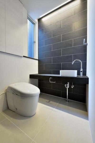 トイレ (HOUSE M 『ガレージハウス × 中庭のある平屋』)