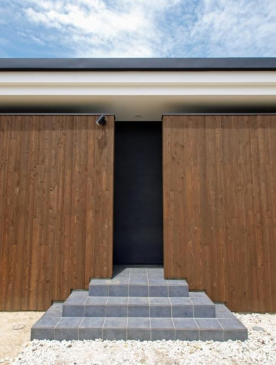 HOUSE SD 『木板塀の家』 (アプローチ)