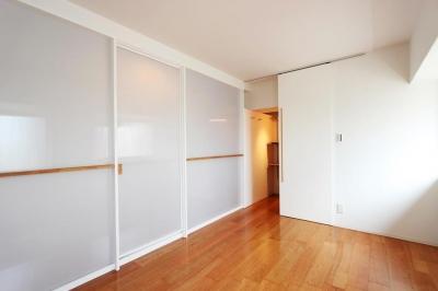 寝室・ストックルーム (pure house 「光が溢れる仕掛け」)