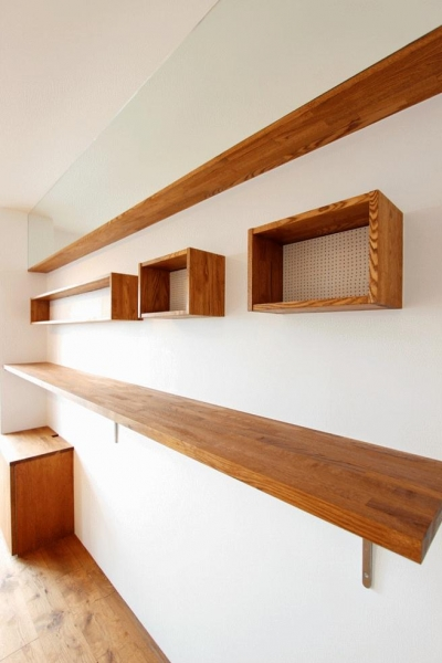 飾り棚 (pure house 「光が溢れる仕掛け」)