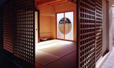 光が漏れる和室|葉山の海荘