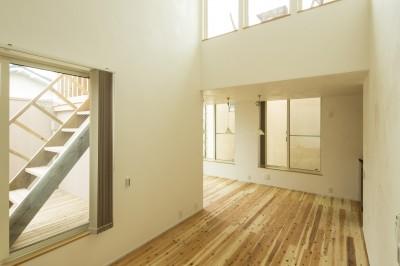 鶴見の家 〜ルーフテラスで外の空間と繋がる〜 (外の空間を感じることができるリビング)