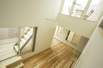 鶴見の家 〜ルーフテラスで外の空間と繋がる〜 (階段でつながる3段のルーフテラス)