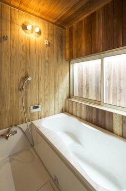 鶴見の家 (木のぬくもりを感じるお風呂)