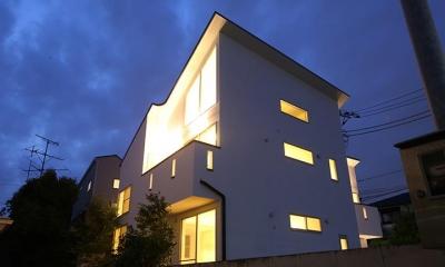 ライトアップした外観|等々力の二世帯住宅