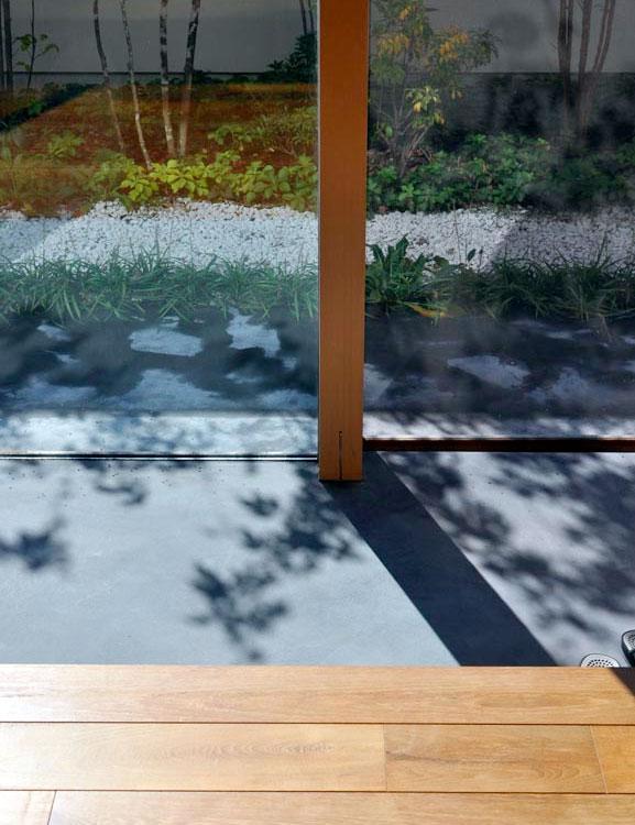 ソリッドハウスの部屋 ガラス張りの土間
