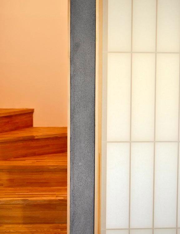 ソリッドハウスの部屋 階段・障子