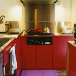 寺尾西の家 (赤いL型キッチン)