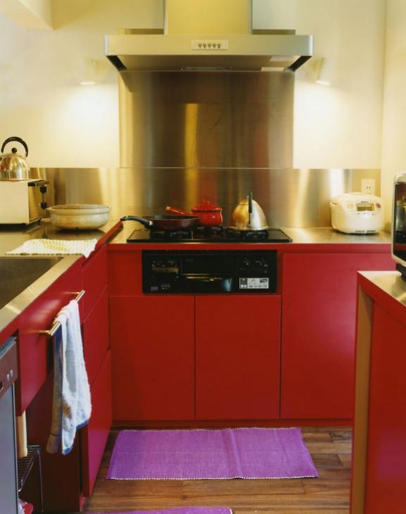 寺尾西の家の部屋 赤いL型キッチン