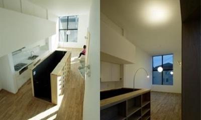 収納棚のある階段スペース|戸塚の家