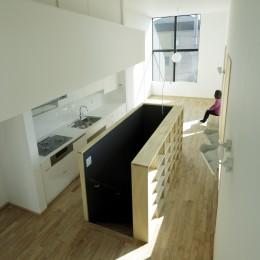 戸塚の家 (収納棚のある階段スペース)