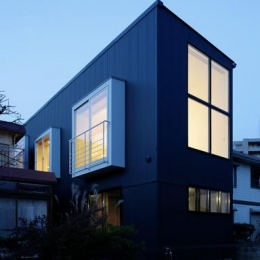 戸塚の家 (大きな窓がある外観)