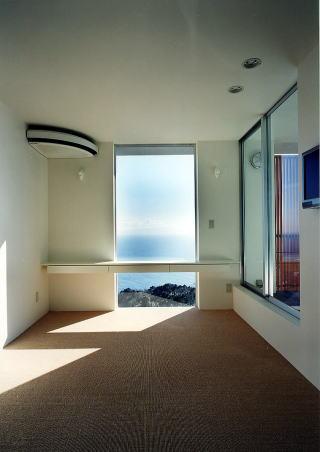 Mハウスの部屋 光が差し込む洋室