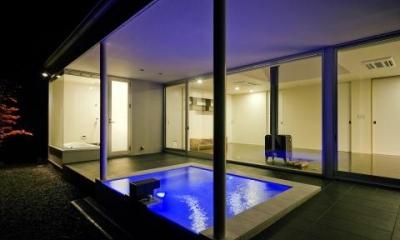 ライトアップした露天風呂|川岸の家