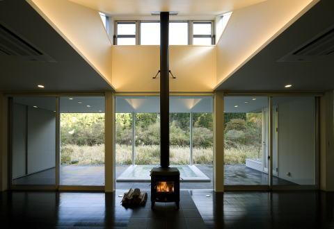 川岸の家の写真 暖炉のあるリビング