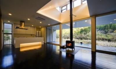 対面型キッチンのある空間|川岸の家