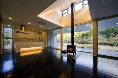 川岸の家 (対面型キッチンのある空間)