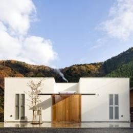 川岸の家 (山に囲まれた住まい)