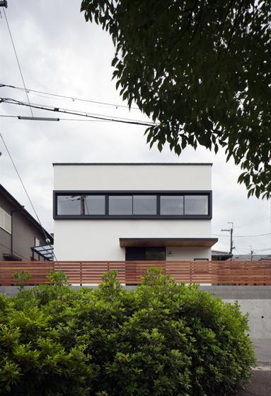 神功の家の写真 白い外観