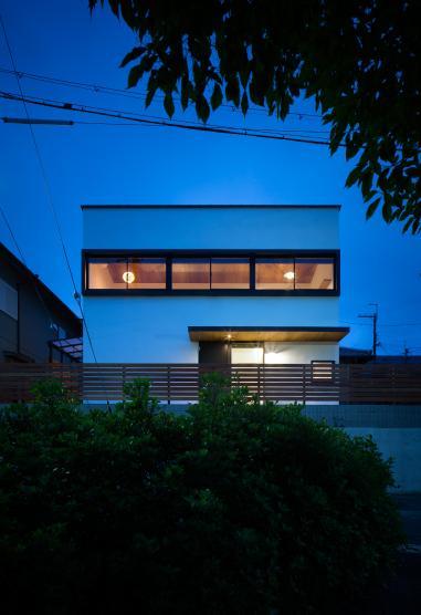 神功の家の写真 ライトアップした外観